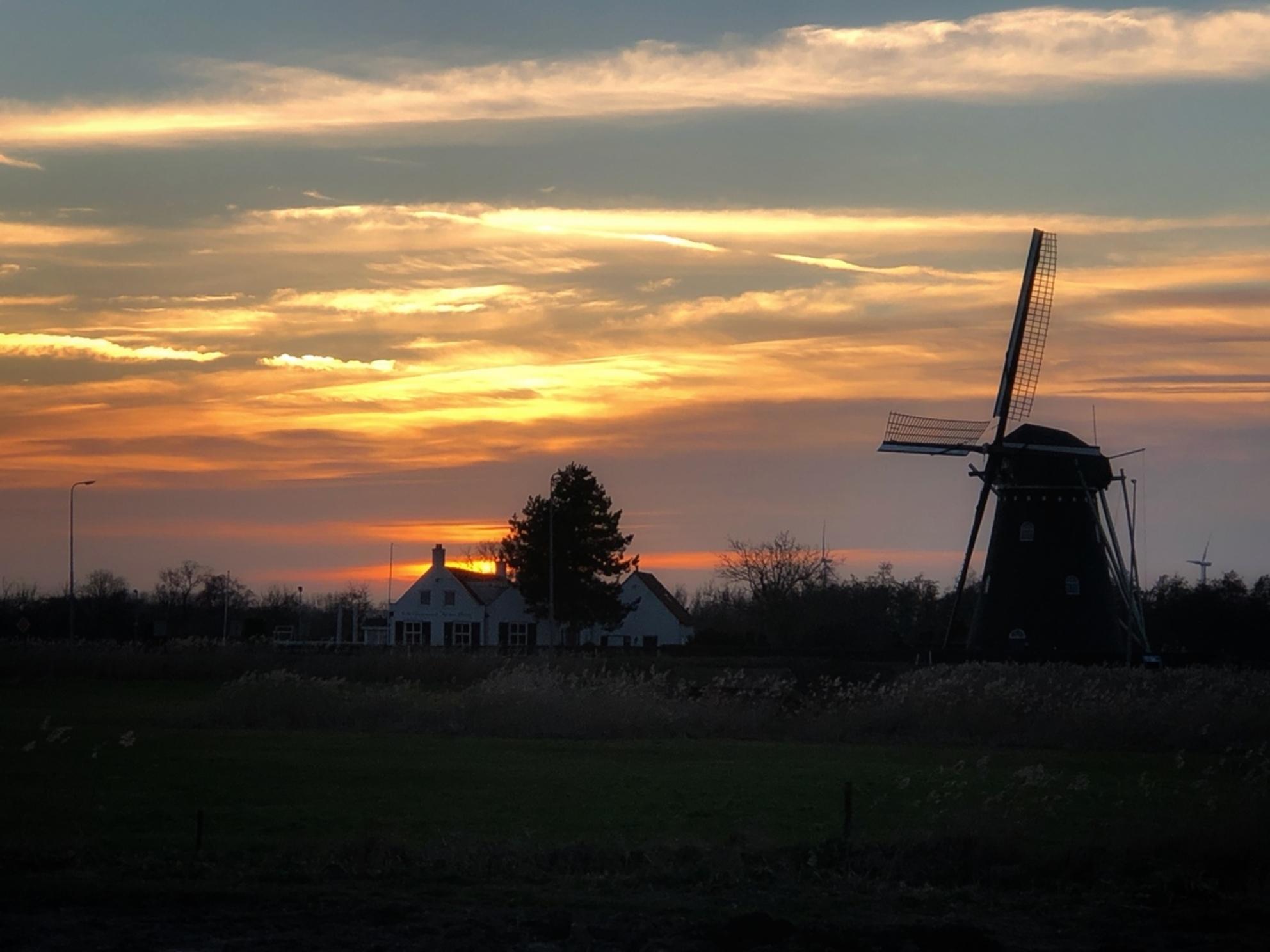 Zonsondergang costadelbeek - Zonsondergang costadelbeek - foto door DannyWilhelm op 24-02-2021 - Deze foto mag gebruikt worden in een Zoom.nl publicatie