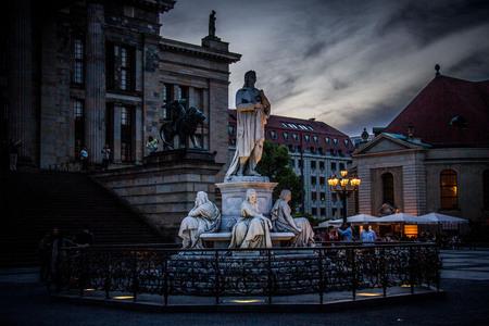 Parisiennerplatz - De zon zakt in het centrum van Berlijn. - foto door je.gabber op 23-05-2014