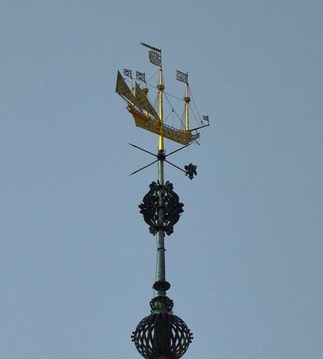 Zeilschip op de toren van het gemeentehuis van Veere
