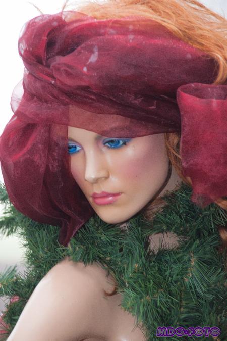 Blue Eyes - Deze mevrouw kwam ik tegen op de kerstmarkt. Wat ziet ze er prachtig uit  meer zien van mijn foto's? neem dan  gerust een kijkje op: www.mdg-foto - foto door pinkfreak op 20-11-2011 - deze foto bevat: blauw, kerst, pop, model, canon, ogen, 500d