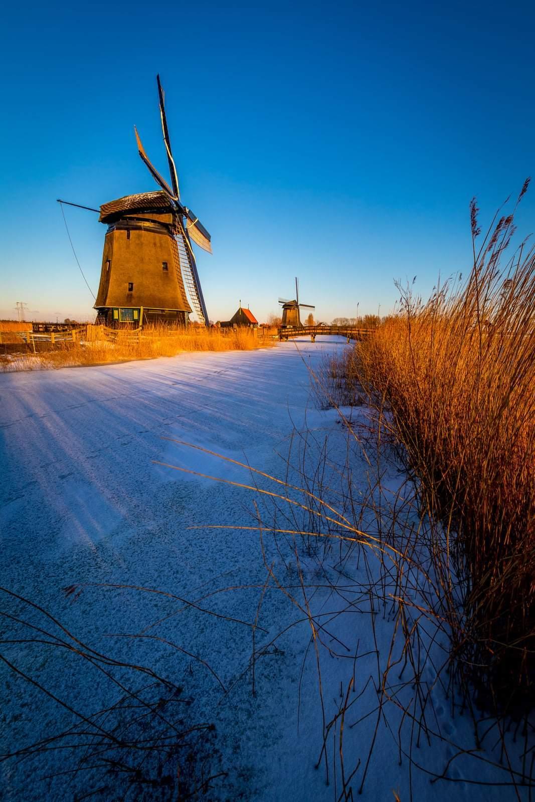 Vlakbij huis - Rustenburg, vlakbij huis. - foto door p.heins op 04-03-2021 - deze foto bevat: zon, natuur, licht, winter, zonsondergang, ijs, landschap, tegenlicht, molen