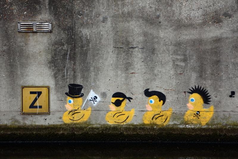 De coole kuiken crew - Op de rondvaart door Den Haag gespot. - foto door lodder op 22-06-2014 - deze foto bevat: abstract, water, boot, humor, kunst, urban exploring