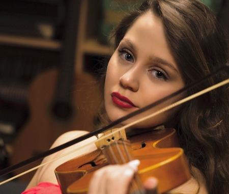 Aya op viool - - - foto door hprinsen op 20-02-2020 - deze foto bevat: portret, model, fotoshoot