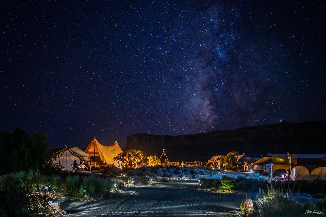 Under Canvas - Een nachtje 'glamping' bij 'Under Canvas' in Moab, Utah   USA - foto door barthendrix op 15-10-2019 - deze foto bevat: natuur, landschap, usa, amerika, sterren, utah, moab, melkweg, glamping, under canvas