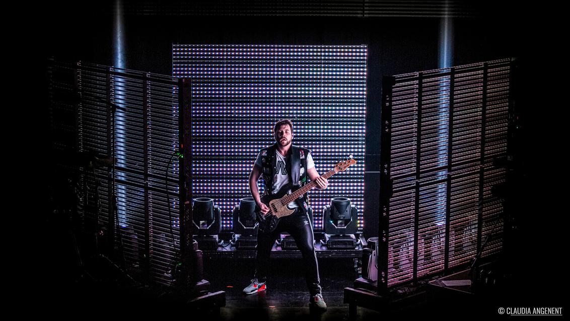 Memphis Maniacs // Tivoli Utrecht - - - foto door miss_bleu_zoom op 18-02-2020 - deze foto bevat: licht, pop, portret, artiest, gitaar, muziek, optreden, concert, band, muzikant, geluid, kracht, rock, emotie, feest, live, gitarist, festival, concertfotografie, scherptediepte, publiek, zanger, microfoon, podium