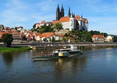 Meissen Duitsland - Porseleinstad Meissen Duitsland. De radarboot op de Elbe met op de achtergrond de Albrechtsburg en de kathedraal - foto door MHVDE op 20-05-2014 - deze foto bevat: water, boot, kasteel, duitsland, reisfotografie, Meissen
