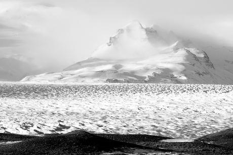 Berg in de nevel
