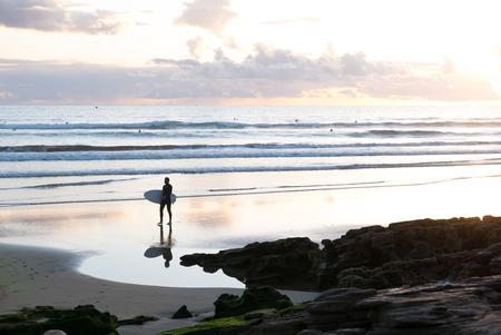 Taghazout - Surfleven - Typisch beeld van het surf dorpje, Taghazout, Marokko. - foto door Krulkoos op 31-01-2020 - deze foto bevat: kleuren, kleur, zon, strand, zonsondergang, reizen, silhouette, zomer, kust, surfen, marokko, beach, surfing, colour, surf, pastel, surfers, kustlijn, reisfotografie, pastels, colorful, morocco, pastelkleuren, silhouettes, coast, maroc, maurice weststrate, lx100, taghazout, moroccan colors, colors of morocco, pastel colors, surfleven, surflife