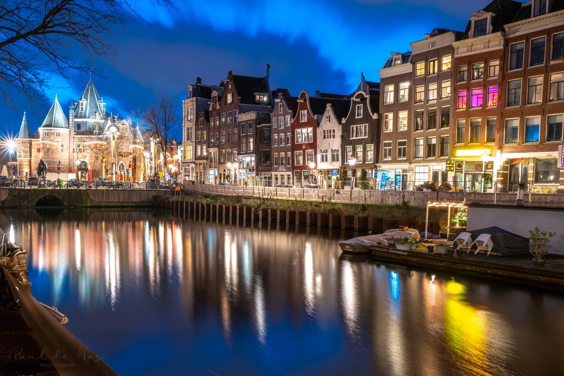 L1000394 - Nieuwmarkt, Amsterdam. - foto door pauldv op 04-03-2021 - deze foto bevat: lucht, amsterdam, water, avond, architectuur, gebouw, stad, hdr, lange sluitertijd