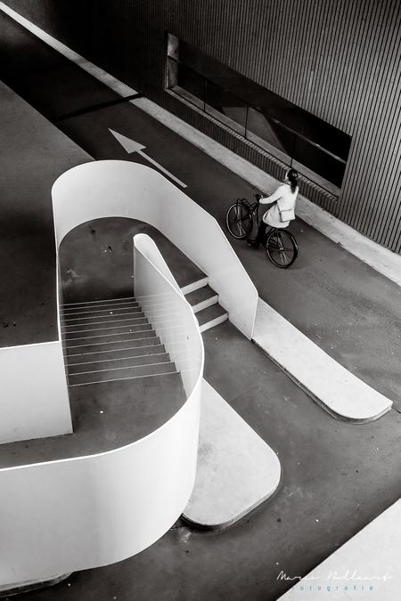 Utrecht - Utrecht - foto door maboll op 08-12-2019 - deze foto bevat: trap, fietser, utrecht, straatfotografie, zwart-wit