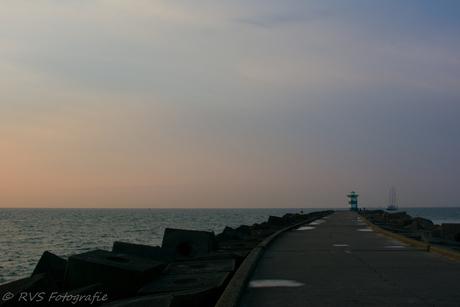 Pier bij zonsondergang