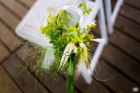 Aankleding - Bloemstuk bij een ceremonie - foto door robinlooy op 27-01-2021 - deze foto bevat: bloem, trouwen, bloemen, bruiloft, bloemstuk, trouwfotografie, aankleding, trouwfotograaf