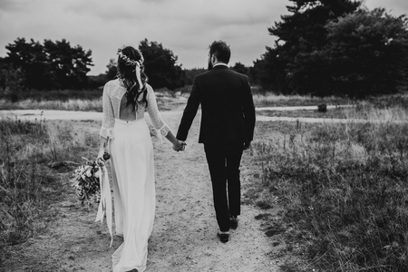 WEDDING J + H - - - foto door daniellephotography op 05-09-2018 - deze foto bevat: man, vrouw, licht, liefde, daglicht, lief, beauty, zwartwit, emotie, bruid, bruiloft, blond, closeup, bruidegom, visagie, 50mm, 35mm