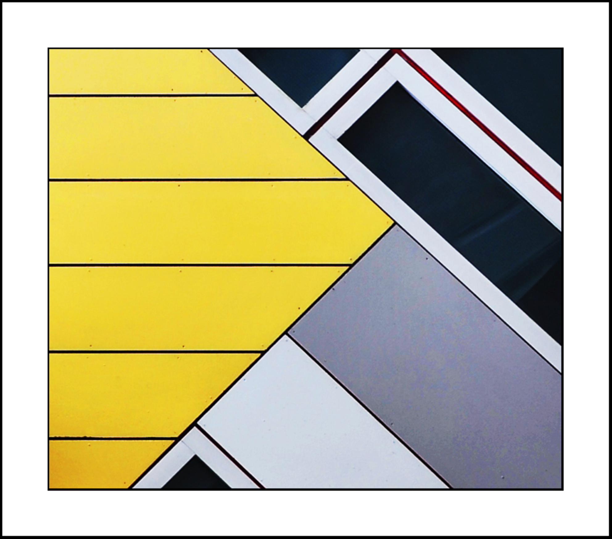 Rainy Rotterdam 5 - Hier kun je natuurlijk niet aan voorbij lopen als je in Rotterdam architectuur gaat fotograferen.......dank voor de reacties....met vriendelijke groe - foto door gerard28 op 29-06-2011 - deze foto bevat: rotterdam, lijnen, gevel, vlakken. kubuswoning
