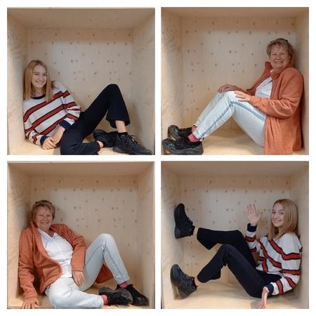 In je kist - De kist kwamen we tegen bij de intratuin...dus maar ff gebruik van gemaakt. - foto door MANL op 08-04-2021 - locatie: Weg door Zuid-Salland 1, 7423 HW Deventer, Nederland - deze foto bevat: kleding, schoen, broek, bovenkleding, arm, shirt, fotograaf, been, mens, mode