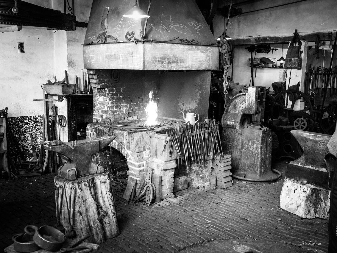 OLD TIMES AT THE PRESENT - De Smit - foto door MichelvR op 23-10-2019 - deze foto bevat: zwartwit, fabriek