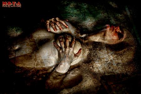 Verdrinken in een bad vol tranen ! - Verdrinken in een bad vol tranen !   Fotograaf Yvo Ambags   Modellen naam  Luna-Kissy  Persoonlijke naam Schoula van Hussen - foto door ambags-fotografie op 23-09-2015 - deze foto bevat: abstract, water, structuur, bewerkt, fantasie, model, kunst, bad, schilderij, bewerking, mooi, sfeer, luna, 3d, contrast, photoshop, eng, fotografie, hdr, creatief, sprookje, scary, urbex, fotos, verdrinken, bewerkingsopdracht, bewerkingsuitdaging, kissy
