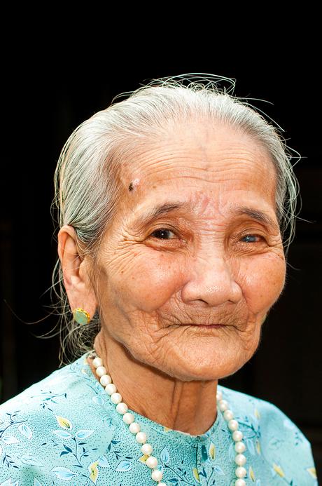 oude Vietnamese dame