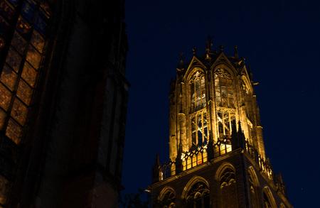 Utrecht 1 - Utrecht by night.... het gouden uurtje.... - foto door bernhard48 op 08-02-2018 - deze foto bevat: licht, avond, kerk, utrecht, lange sluitertijd, de dom