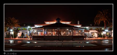 Adonis Beachclub Masapalomas - Weer even iets anders dan normaal , maar ga toch zo af en toe weer andere foto's erbij plaatsen Adonis Beachclub Masapalomas in GranCanaria  Bedan - foto door rondejan op 07-04-2013 - deze foto bevat: nachtfotografie