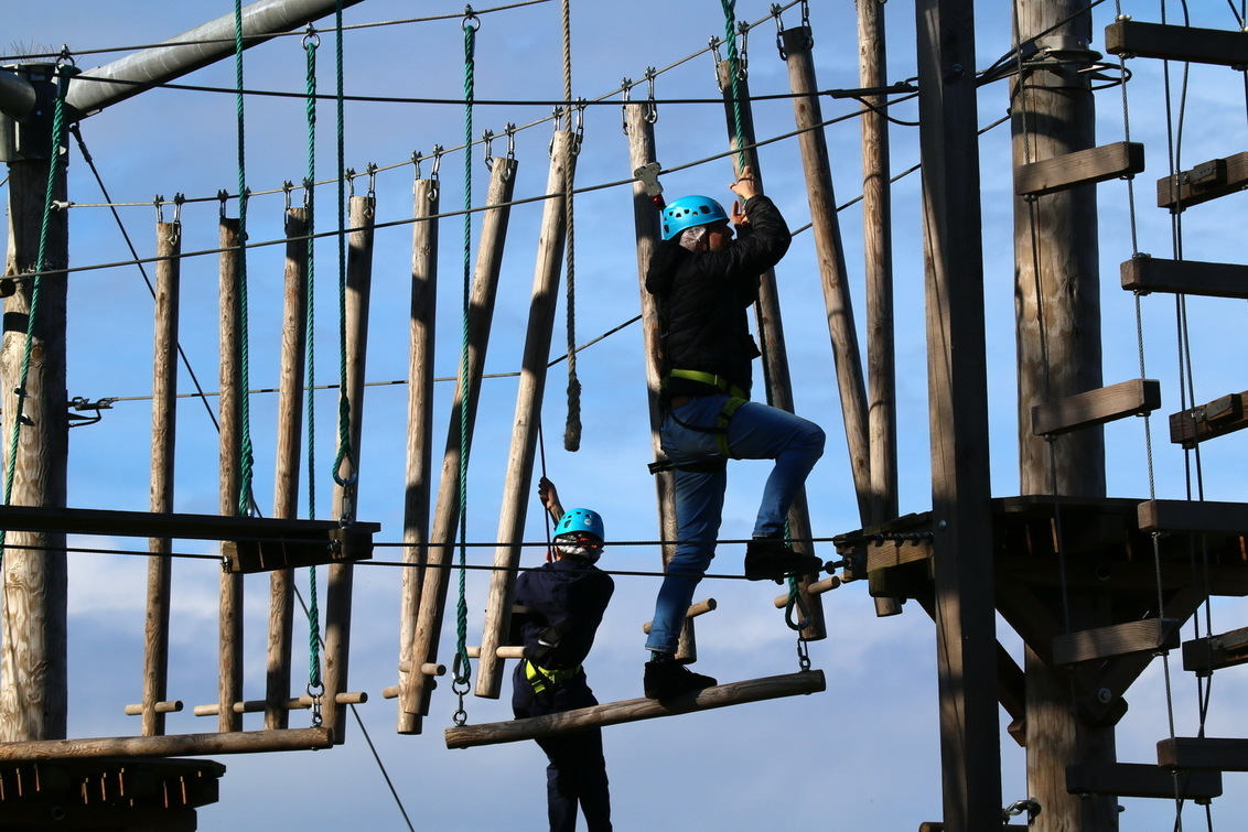 klimpark 01 - Gisteren nog druk; vandaag gesloten door gemeente - foto door fotohela op 25-02-2021 - deze foto bevat: klimpark