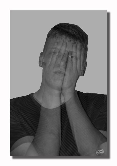 sadness - Deze serie heb ik gemaakt naar aanleiding van het vele verdriet dat een mens in zijn of haar leven kan meemaken. - foto door jeanet1971 op 13-04-2021 - locatie: 3155 Maasland, Nederland - deze foto bevat: voorhoofd, haar, hoofd, kin, wenkbrauw, wimper, oor, nek, kaak, mouw