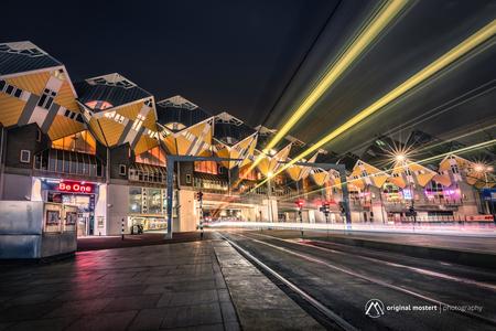 On the Tracks... - On the Tracks... - foto door Original Mostert op 04-01-2021 - deze foto bevat: lucht, abstract, rotterdam, licht, avond, lijnen, architectuur, stad, canon, nacht, perspectief, zoomnl, Zoom.nl, lange sluitertijd, nisifilters