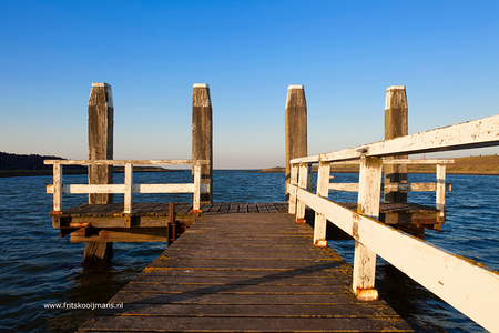 Aanlegsteiger bij Breezanddijk - 20160817 3607 Aanlegsteiger bij Breezanddijk - foto door fritskooijmans op 11-10-2016 - deze foto bevat: lucht, avond, zomer, steiger, afsluitdijk, aanlegsteiger, breezand, breezanddijk, blauwe lucht, 2016