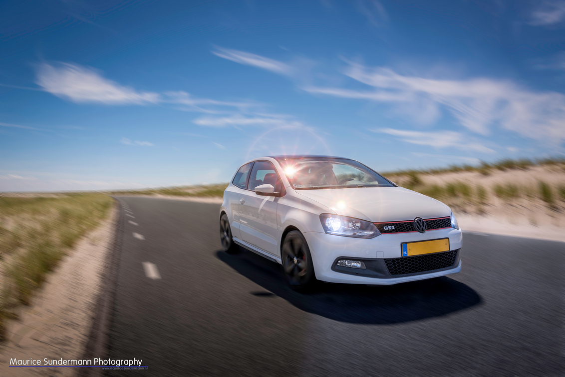 VW Polo GTI - VW Polo GTI op de Maasvlakte. - foto door mauricesundermann op 25-06-2014 - deze foto bevat: kleur, licht, schaduw, auto, beweging, details