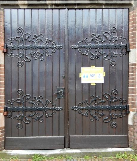 toegangsdeur sint Josephkerk Utrecht