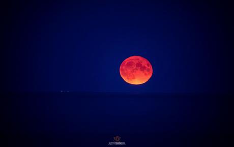 Opkomende maan op Texel.