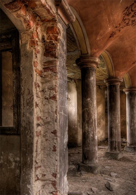 zo stevig als pilaarheiligen - houten kerk, Oost Europa, 04 - foto door westerweel op 01-04-2012 - deze foto bevat: 04, houten kerk, Oost Europa