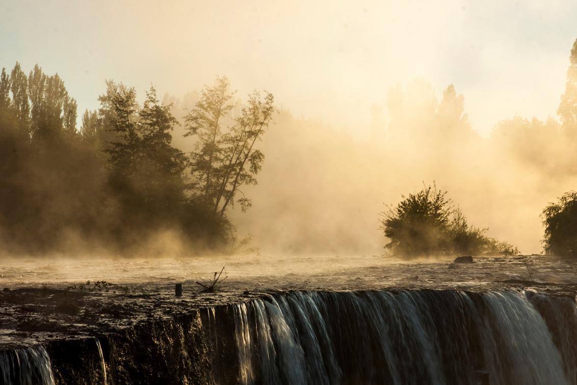 Salto Del Laja - Natuurlijke waterval bij zonsopkomst in Salto Del Laja, Chili. - foto door rdeveen op 26-12-2012 - deze foto bevat: zonsopkomst, waterval, gouden uur