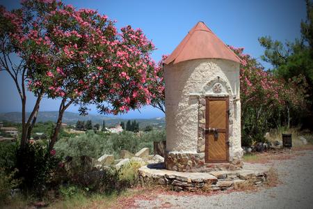 SMALL TOWER - Klein torentje in Griekenland. - foto door Halfbloed op 22-10-2013 - deze foto bevat: roze, vakantie, toren, griekenland, greece, holiday
