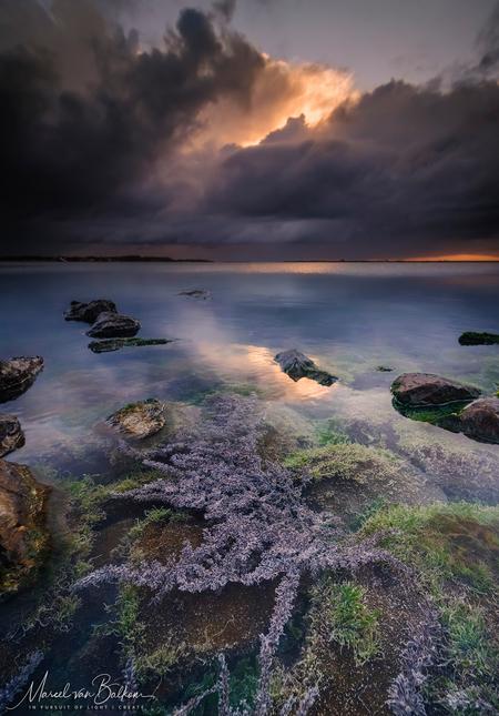 Tranquile Netherlands - Gisteren gemaakt tijdens de masterclass filterfotografie die ik als Kase Filters ambassadeur mocht organiseren in Zeeland. Prachtige omstandigheden w - foto door mvbalkom op 12-10-2020 - deze foto bevat: lucht, wolken, water, natuur, licht, spiegeling, landschap, zonsopkomst, storm, zeeland, kust, fujifilm, landschapsfotograaf, landschapsfotografie, marcelvanbalkom, filter fotografie, kasefilters, gfx100, xphotographer