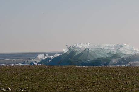 Kruiend ijs nabij Laaksum
