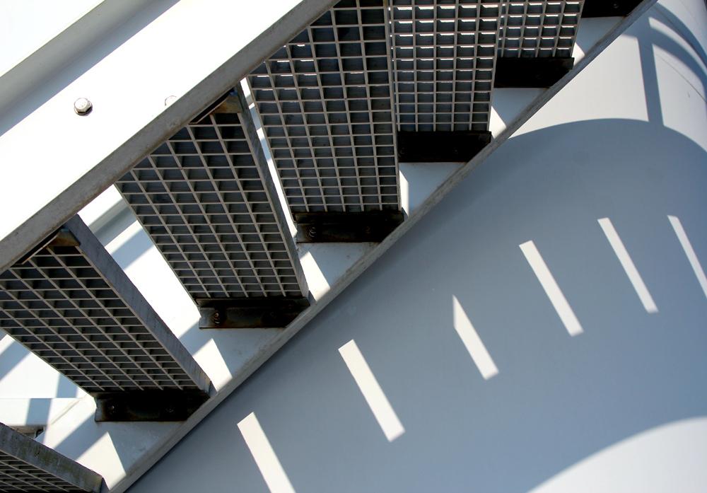 trap - op Neeltje jans  bij de windmolens - foto door aquarius61 op 20-01-2013 - deze foto bevat: staal, schaduw, patroon, grafisch trap
