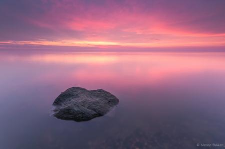 Red clouds - Afgelopen maandag had ik het geluk om van de prachtige kleuren in de lucht te mogen genieten vlak nadat de zon was ondergegaan. - foto door mjbakker20 op 11-06-2014