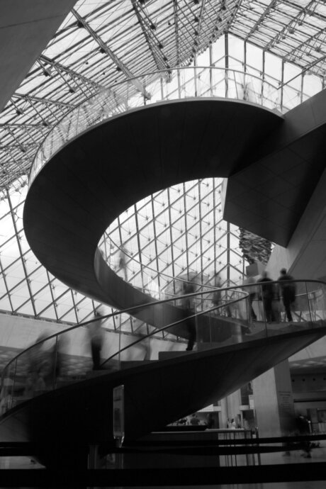 Moving on the Louvre stairs
