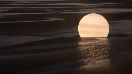 Mirroring a Moonrise