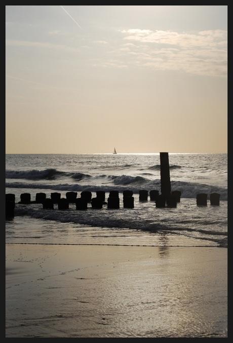 Avondsfeer bij de zee