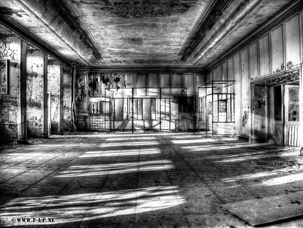 The kitchen - In the kitchen of the Russian Airbase in the former DDR.  Sorry but my upload and reactions to zoom side is not so much thourg the leck of time. - foto door fap op 22-03-2014 - deze foto bevat: oud, foto, urban, verlaten, vervallen, hdr, duitsland, urbex, oost, bunkers, ddr, tonemapping, nuclear, atoom, armament, voormaling, fap., kernwapens, Beauty of decay, Zerbst