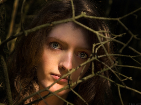 Takkenfoto - Na lange tijd weer eens een foto van mij. Deze komt uit een shoot met Ro van vorige week. D.m.v. een reflectiescherm en positie t.o.v. de zon hebben  - foto door Dutcheric op 21-04-2010 - deze foto bevat: portret, duinen, model, ro, rowena