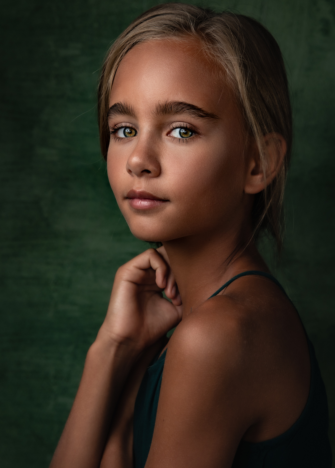 F L E U R - portret - - - foto door aniekv-fotografie op 25-02-2021 - deze foto bevat: mensen, portret, model, daglicht, flits, kind, ogen, haar, meisje, lief, beauty, emotie, closeup, fotoshoot, visagie, 50mm
