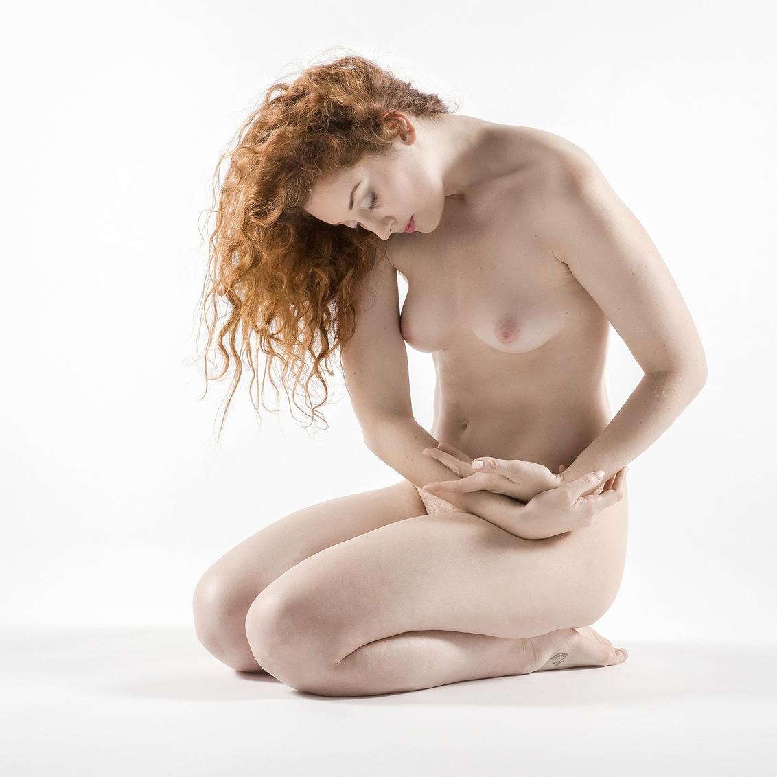 contritely - model Ella-Rose - foto door jhslotboom op 11-01-2015 - deze foto bevat: vrouw, licht, model, art, erotiek, naakt, glamour, highkey, studio, fotoshoot, artistiek, ella-rose