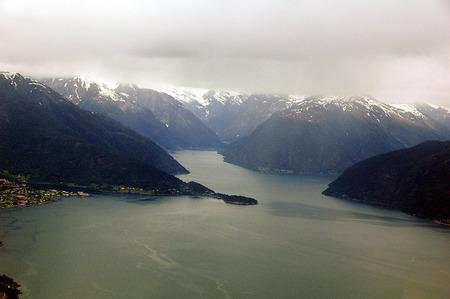 Vliegen in Noorwegen - Afgelopen maand een vliegtocht gemaakt in ondermeer Noorwegen. Bijgaand een plaat van de ingang van het fjord naar het Sognje dal in het midwesten v - foto door HansvAlphen op 22-06-2008 - deze foto bevat: noorwegen, vliegfoto