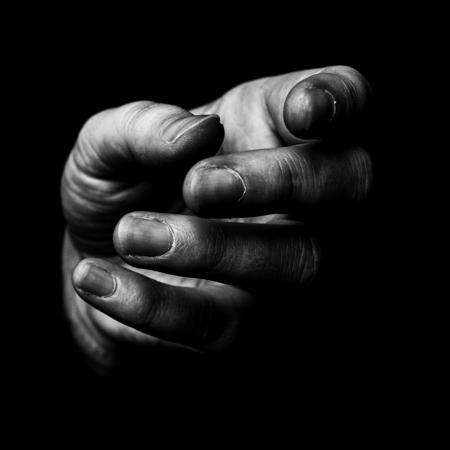 Hand - spel van licht en schaduw - foto door Lucimage op 12-04-2021 - locatie: België - deze foto bevat: zwartwit, lichtendonker, #daglicht, handen, gebaar, grijs, vinger, nagel, duim, rimpel, flitsfotografie, monochrome fotografie, monochroom, detailopname