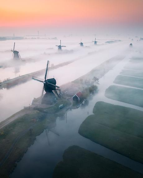Kinderdijk in de ochtend