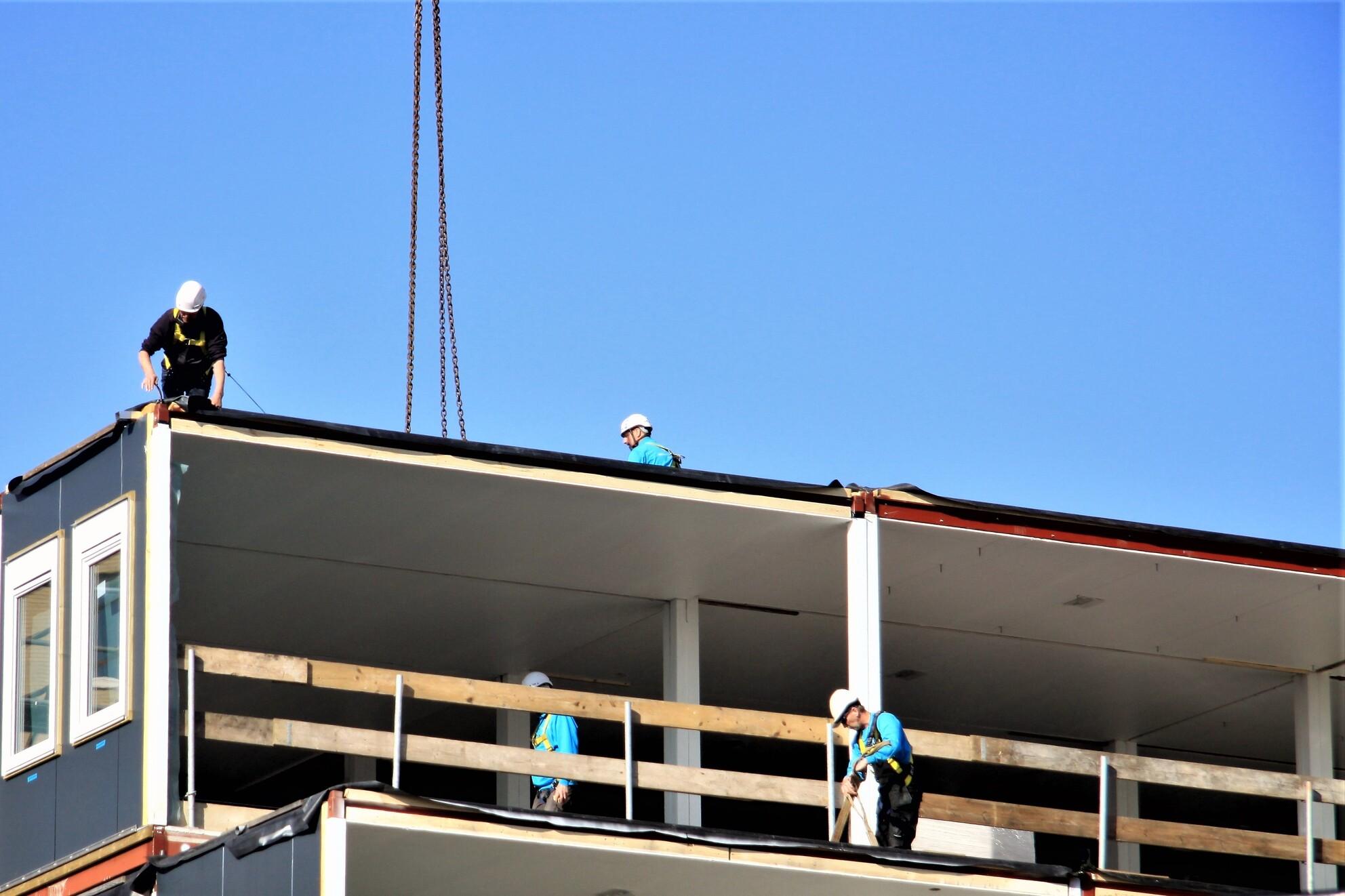 Op zijn plaats  - Op zijn plaats , vast zetten en en de volgende  Gtjs.AJ62  - foto door AJ62 op 07-04-2021 - locatie: Westeinde, Den Haag, Nederland - deze foto bevat: lucht, gebouw, venster, facade, gas, dak, naval architectuur, huis, schaduw, gemengd gebruik