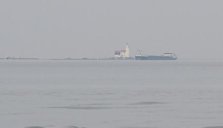 Paardje .... - Was nog ver - foto door pietsnoeier op 03-04-2021 - deze foto bevat: vuurtoren, natuur, boot, markermeer, paardvanmarken